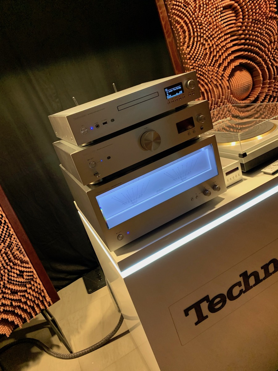 Technics equipment, showing amazing use of the VU display