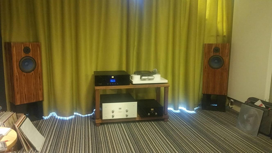 Audio Note room, demonstrating their new 3 motor record player